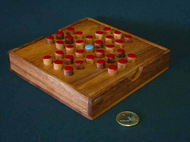 Solitaire square board, red/blue